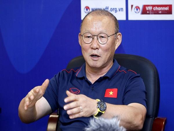 """""""Phù thủy"""" Park Hang-seo bắt bài bóng đá Việt Nam"""