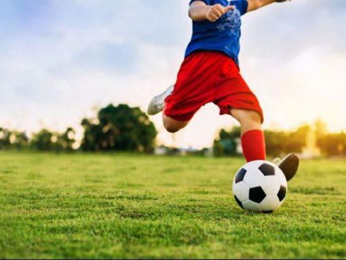 Mơ thấy đá bóng đánh con gì – Giải mã giấc mơ đá bóng?