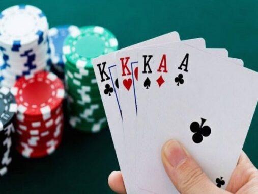 Tìm hiểu luật và cách chơi poker cơ bản cho người mới