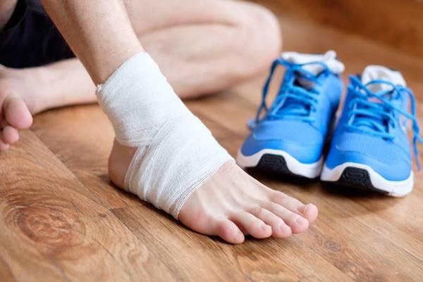 Chia sẻ cách phòng ngừa chấn thương khi đá bóng