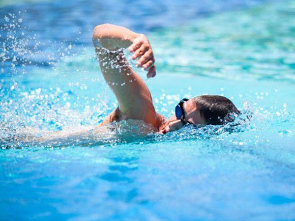 Hướng dẫn kỹ thuật bơi sải chuẩn cho người mới bắt đầu